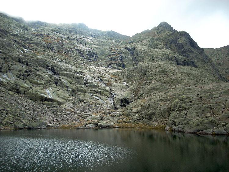 Azagaya desde la laguna negra