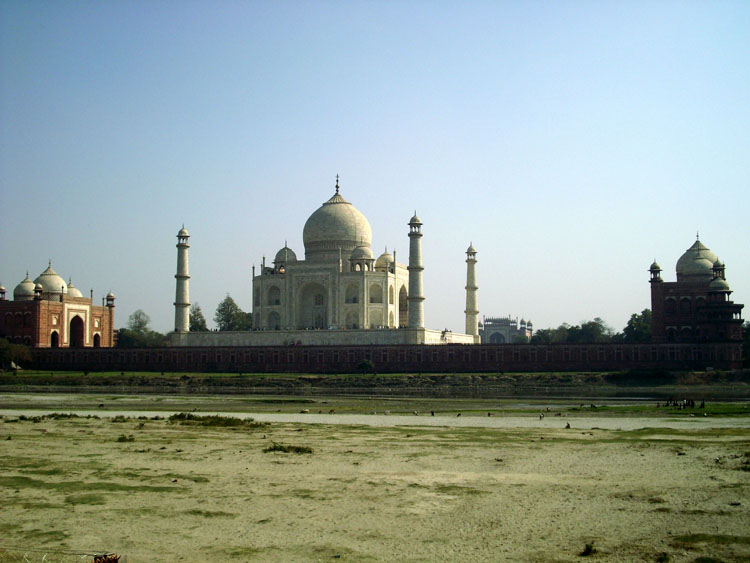 Taj Mahal desde el río Yamuna