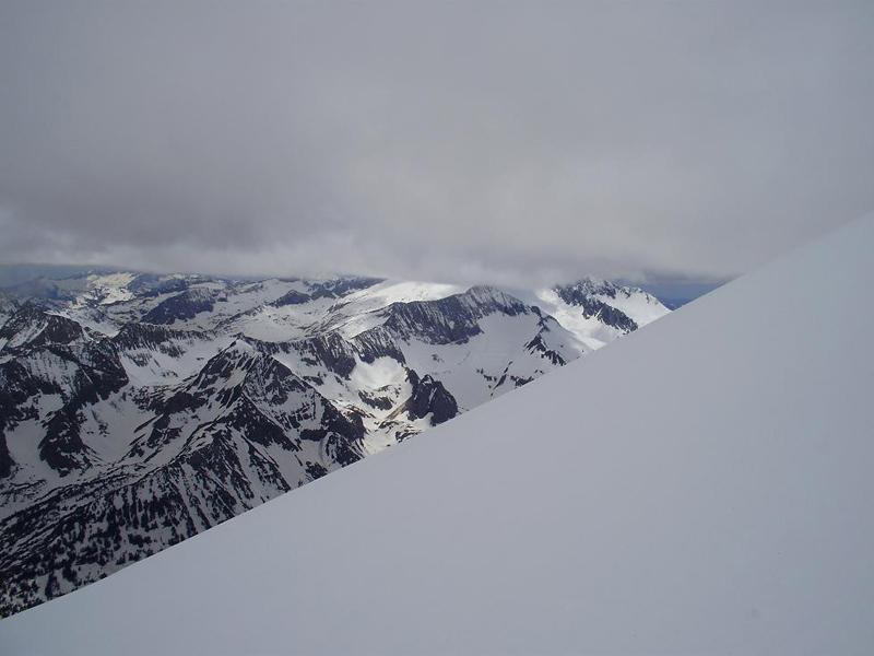 Cielo encapotado sobre el Pirineo