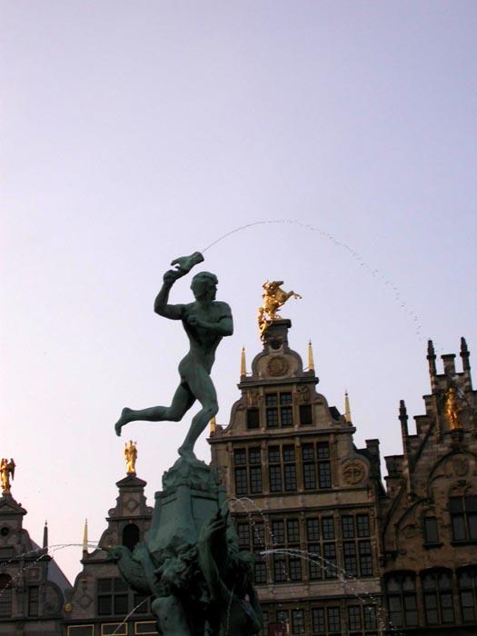 Bravo y Grote Markt. Amberes. Bélgica