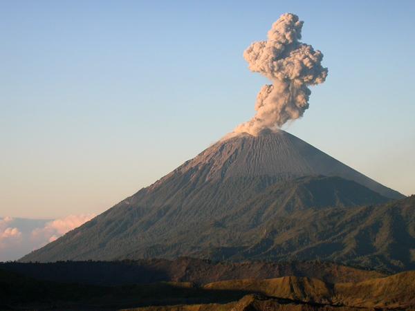Volcan Semeru. Bromo-Tengger-Semeru N.P. Java