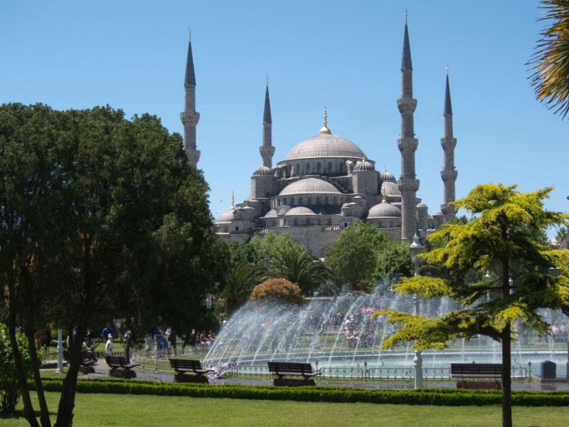 Mezquita azul a medio día