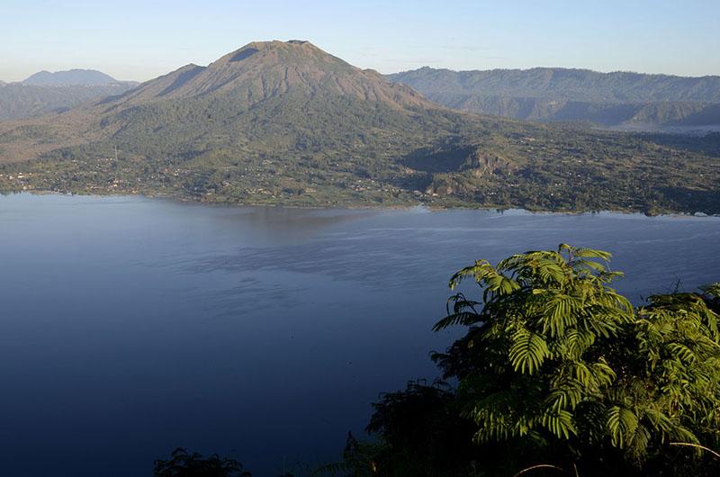 Lago y monte Batur