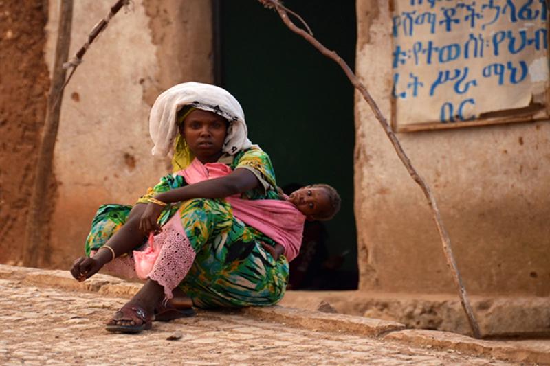 3-Madre-e-hijo-en-Harar