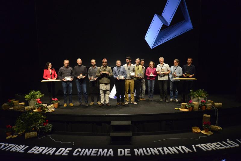 Fotografía de familia con todos los premiados. Fotógrafo Geni Ordeig