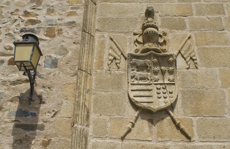 Escudo nomble, Plaza de San Jorge, Cáceres