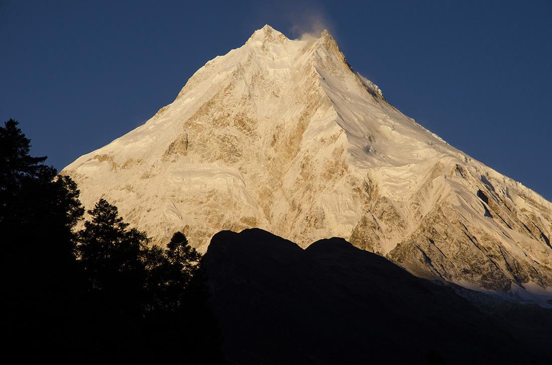 Manaslu. Cara este, cordillera del Himalaya, Nepal