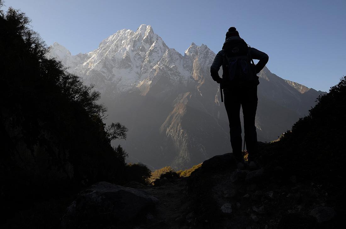 Contraluz, cordillera del Himalaya, Nepal