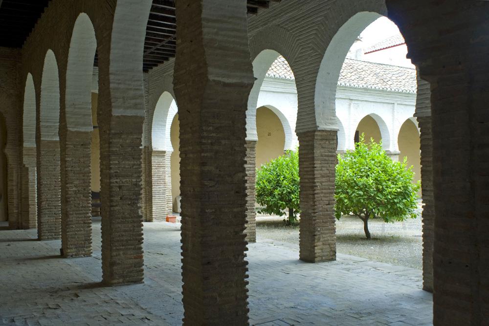 Patio de la antigua Mezquita del Albayzin-Granada