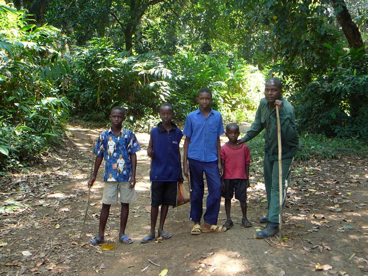 Niños en la selva