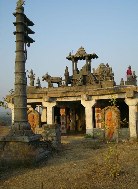 Templo en unos de los cerros de Hampi