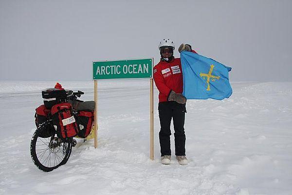 Entrando en el océano ártico, con la ice road al fondo