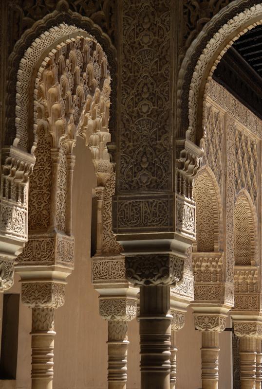 Colúnas y capiteles de los patios de la Alhambra