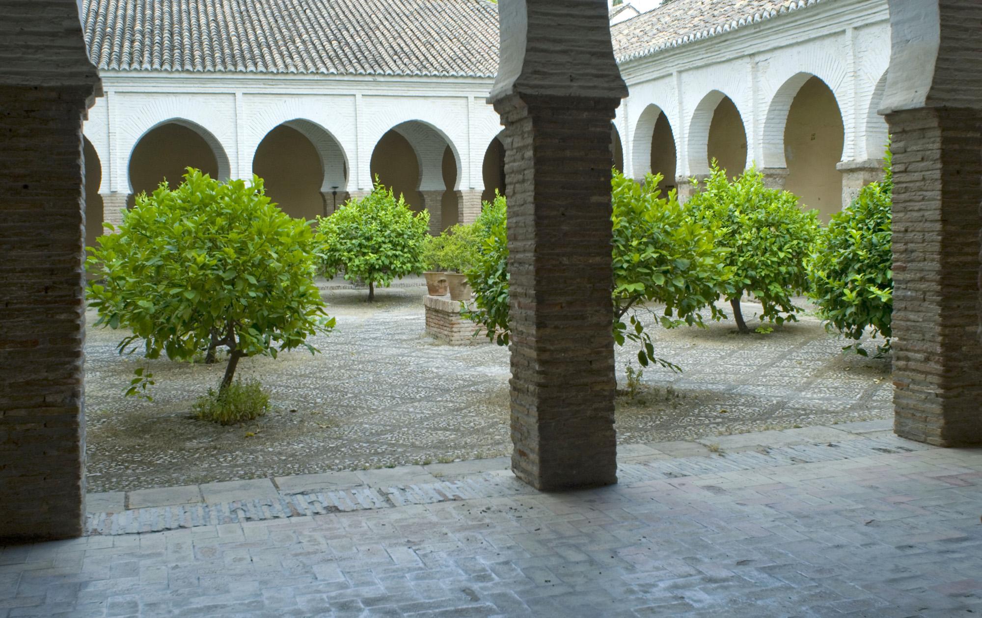 Patio de la antigua Mezquita Mayor del Albaycin-Granada