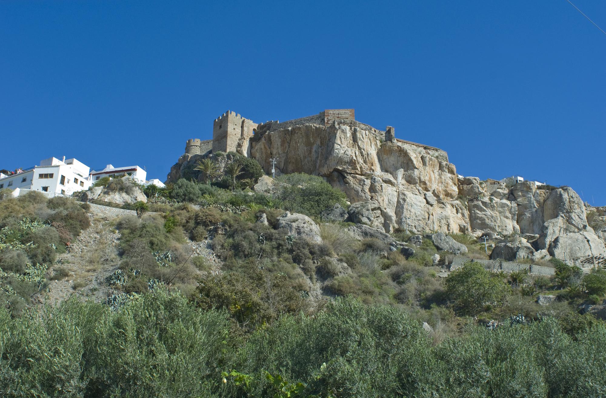 Montículo rocoso de la fortaleza de Salobreña-Granada