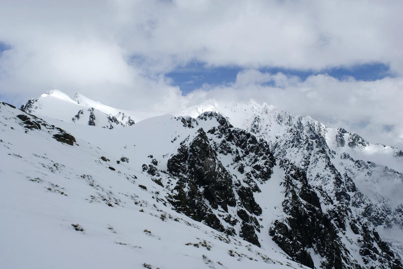Canales Oscuras-Pico Almanzor-Sierra de Gred