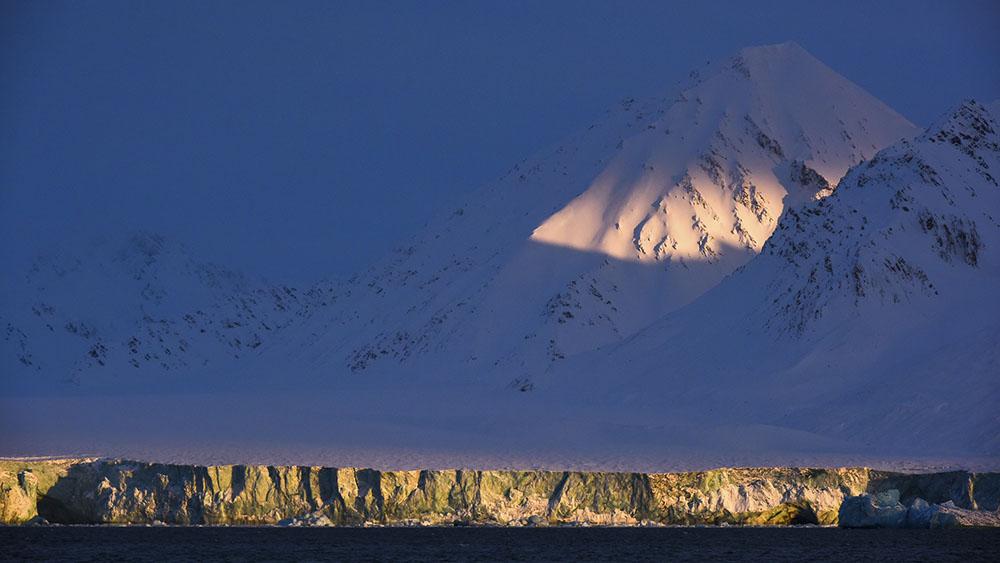 LATE WINTER LIGHT - REINER LEIFRIED (ALEMANIA) - Mención de Honor: Paisaje de Montaña