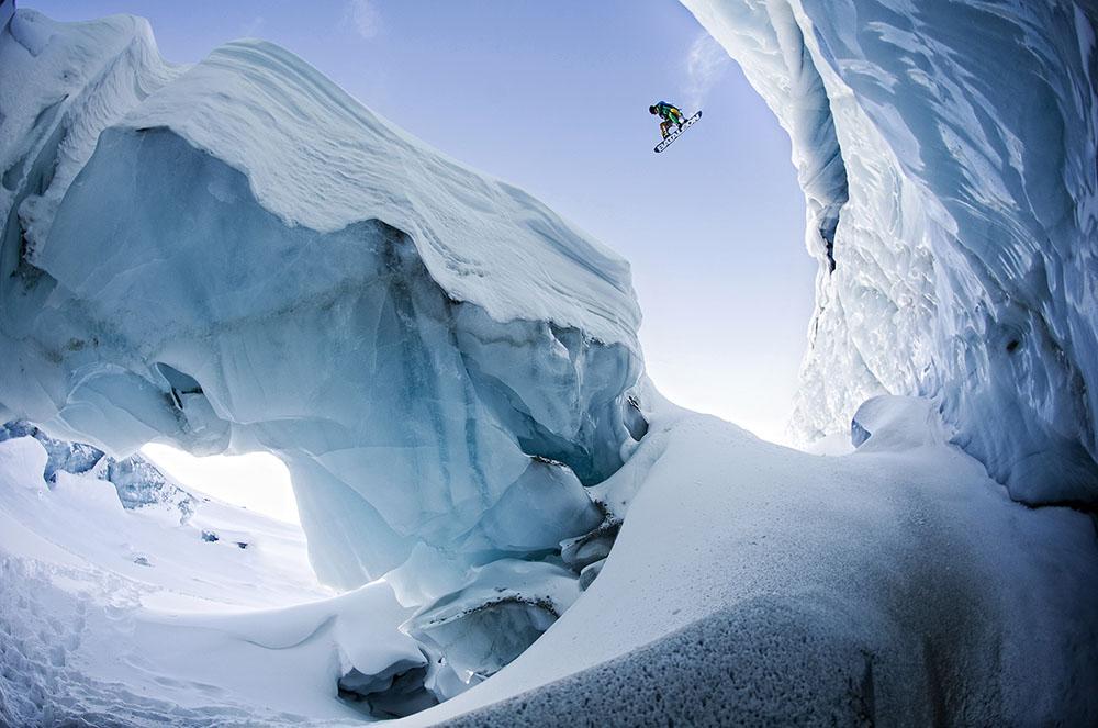 ROLAND MORLEY BROWN CREVASSE GAP - ALEXANDER PAPIS (AUSTRIA) - Mención de Honor: Alpinismo y Deportes de Invierno
