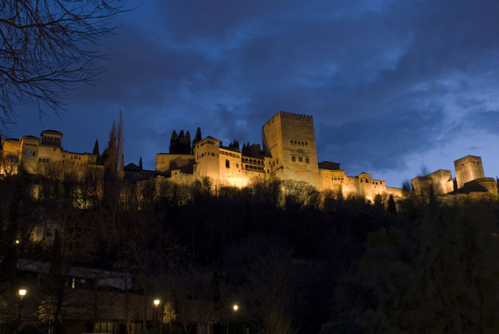 Alhambra de Granad-Paseo de los Tristes-Granada